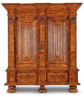 Barock-Pilasterschrank